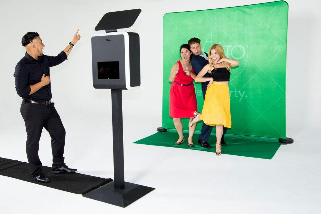 three reasons to add a photo booth to your photography services